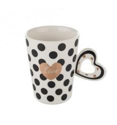 Бяла чаша със сърце