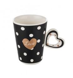 Черна чаша със сърце