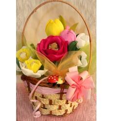 """Букет от бонбони в кошница """"Пролетни цветя"""""""
