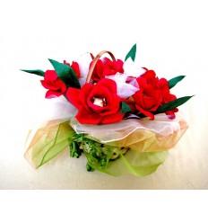 Букет от бонбони в кошница Червени рози