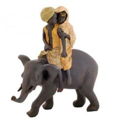 Декорация - деца върху слон